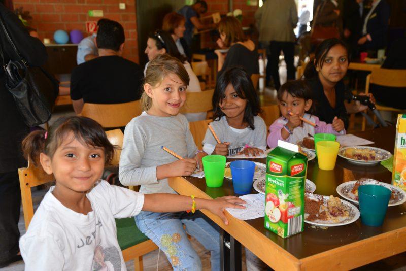 Flüchtlingscafe_Kinder malen