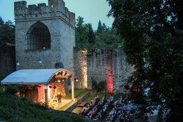 Burgfestspiele_Kulisse_3sp_web