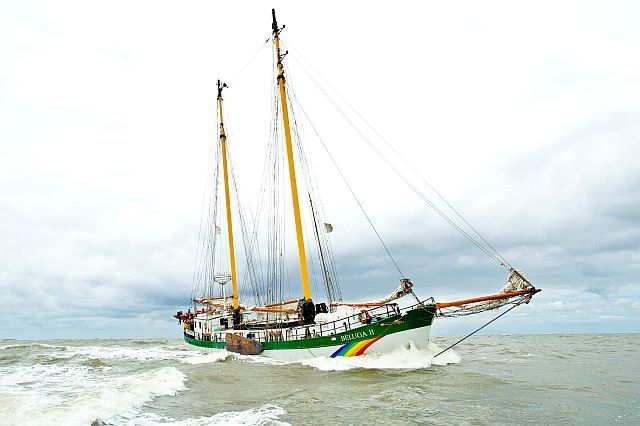 Norderney, 30.07.2010 - Greenpeace Schiff Beluga II in der Nordsee vor Norderney Greenpeace ship Beluga II in the North Sea off Norderney. © Bente Stachowske/Greenpeace