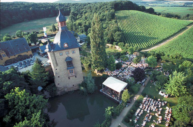 Rheingau Musik Festival Konzert auf der Seebühne auf Schloss Vollrads